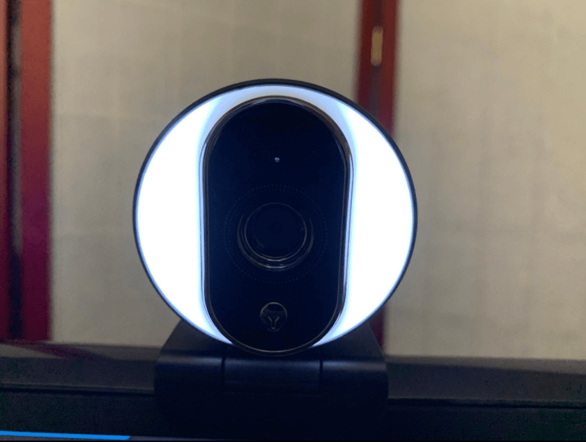 Unzano webcam with ring light
