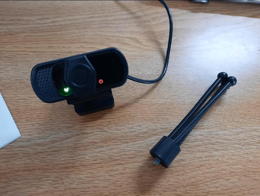 ziqian webcam setup with tripod