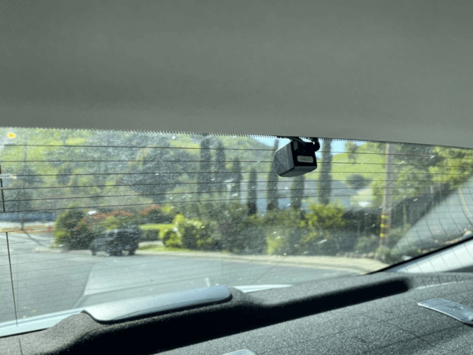The rear camera of the kingslim d1 pro dual dash cam